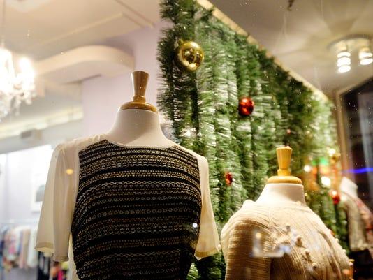 DOWNTOWN-CHRISTMAS-SHOPPING.JPG