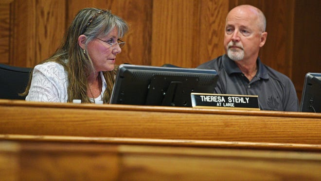 Sioux Falls City Council Member Theresa Stehly apologizes to the City Council after being gaveled down last week as fellow City Council member Rick Kiley looks on during a City Council meeting Tuesday, Sept. 27, 2016, at Carnegie Town Hall in downtown Sioux Falls.