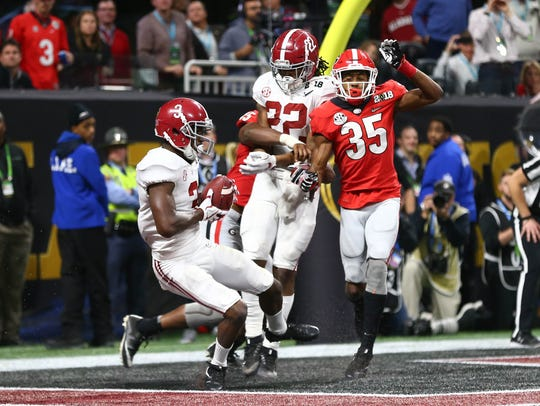Alabama wide receiver Calvin Ridley catches a touchdown