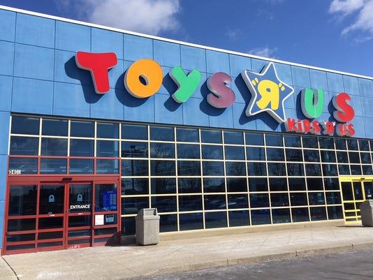 Muncie Toys R Us front