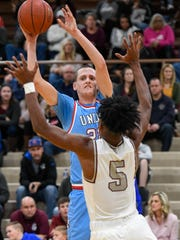 Union County's Josh Girten (22) shoots over Henderson's