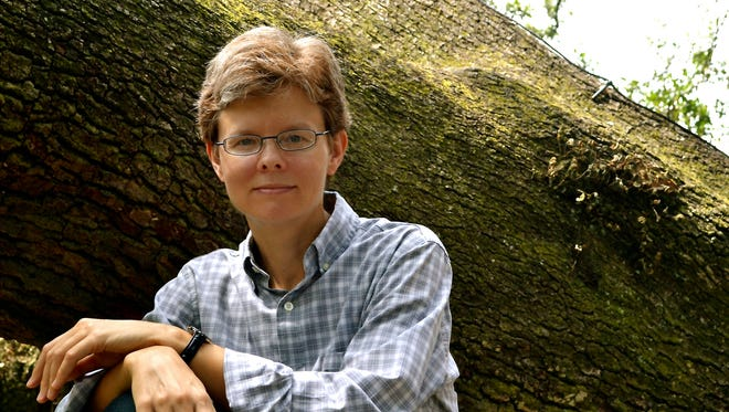 Lisa Graley, a UL professor, has received a 2015 Flannery O'Connor Award.
