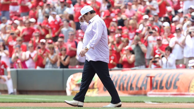 Pete Rose walks onto the field at GABP before his No. 14 is retired.