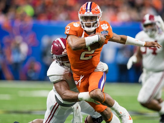 Alabama defensive lineman Da'Shawn Hand (9) sacks Clemson