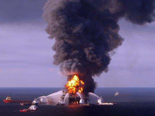 AFP FILES-US-OIL-POLLUTION-ENVIRONMENT-BP A DIG USA LA