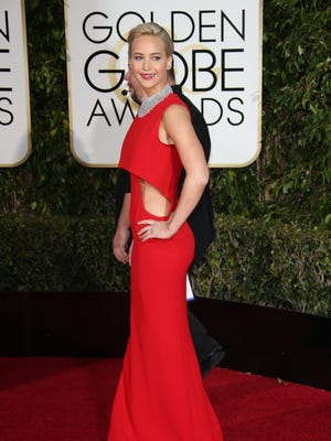 Jennifer Lawrence arrives on the red carpet in smoking hot red ensemble.