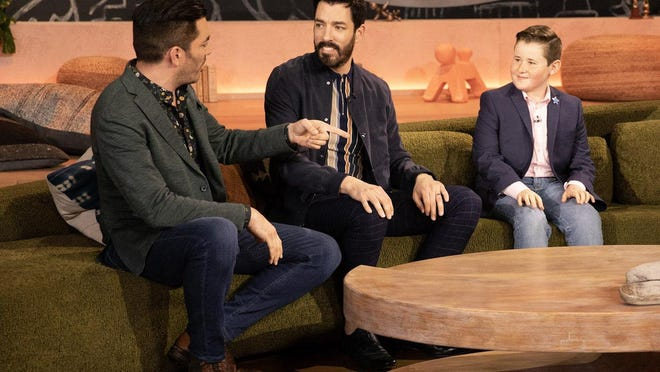 """Jupiter's Graham Sachs Gilbert on the set of """"Little Big Shots"""" with Drew and Jonathan Scott of HGTV's """"Property Brothers."""""""