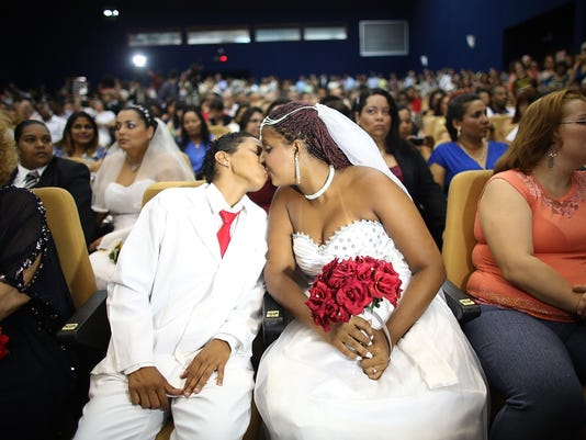 World's Largest Communal Gay Wedding Ceremony Held In Rio