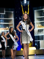 Miss Wisconsin Courtney Pelot introducing herself at