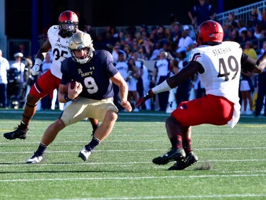 Navy Midshipmen quarterback Zach Abey (9) runs as Cincinnati