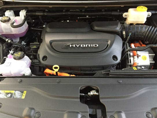 The 2017 Chrysler Pacifica Hybrid Platinum has a 3.6-liter