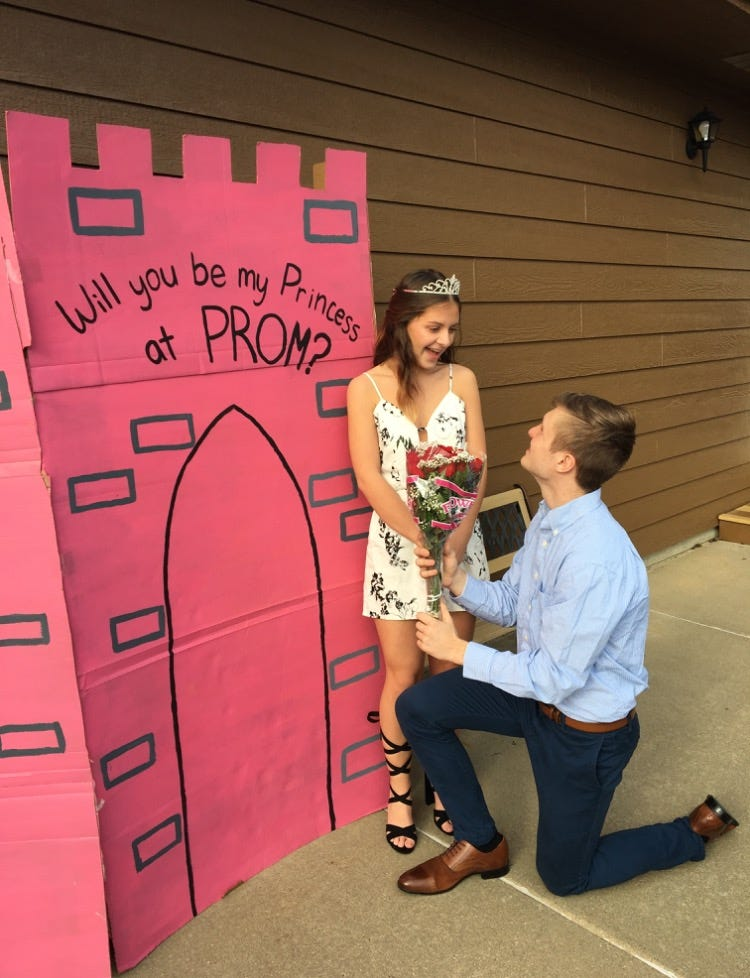 u0027She said yesu0027 The art (and craft) of a prom proposal  sc 1 st  Argus Leader & She said yesu0027: The art (and craft) of a prom proposal