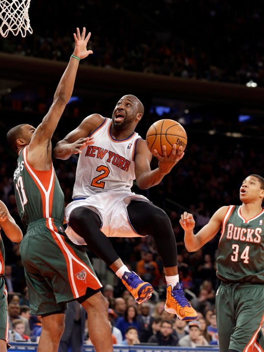 New York Knicks's Raymond Felton, center, shoots against Milwaukee Bucks' Ramon Sessions, left, as Giannis Antetokounmpo watches during the first quarter of an NBA basketball game at New York's Madison Square Garden, Saturday, March 15, 2014. (AP Photo/Richard Drew)