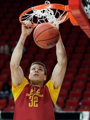 Southern California's Nikola Jovanovic dunks during practice March 16, 2016.