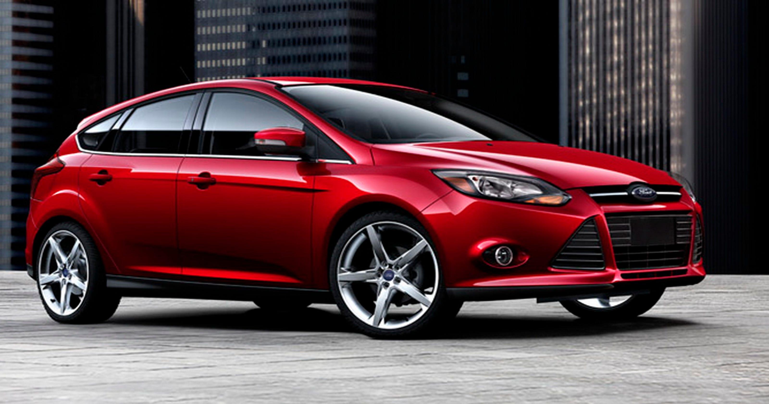 2014 ford focus offers sleek sporty design