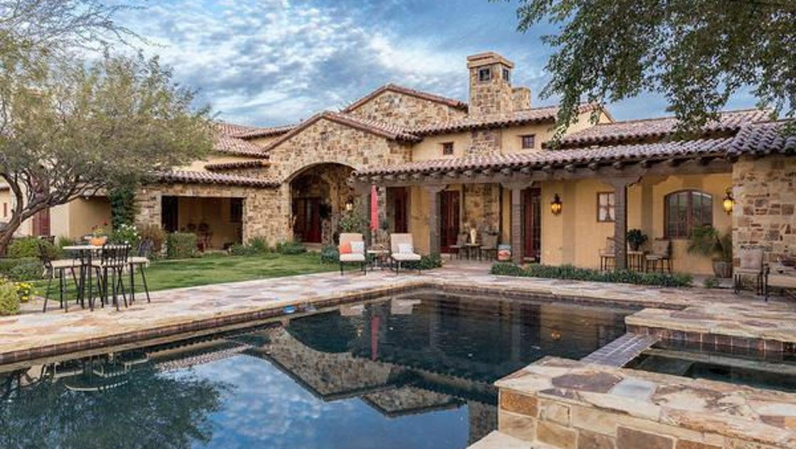 Luxury homes 3 3m scottsdale home features putting green for Luxury home features