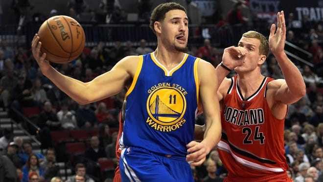 Golden State Warriors guard Klay Thompson (11) drives to the basket on Portland Trail Blazers center Mason Plumlee (24) during the first half of an NBA basketball game in Portland, Ore., Friday, Jan. 8, 2016.