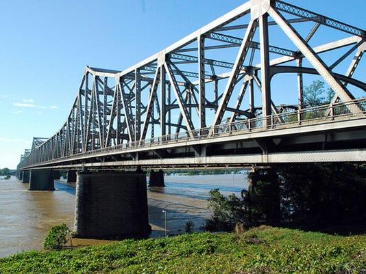635549193329090337-Memphis-Arkansas-Bridge