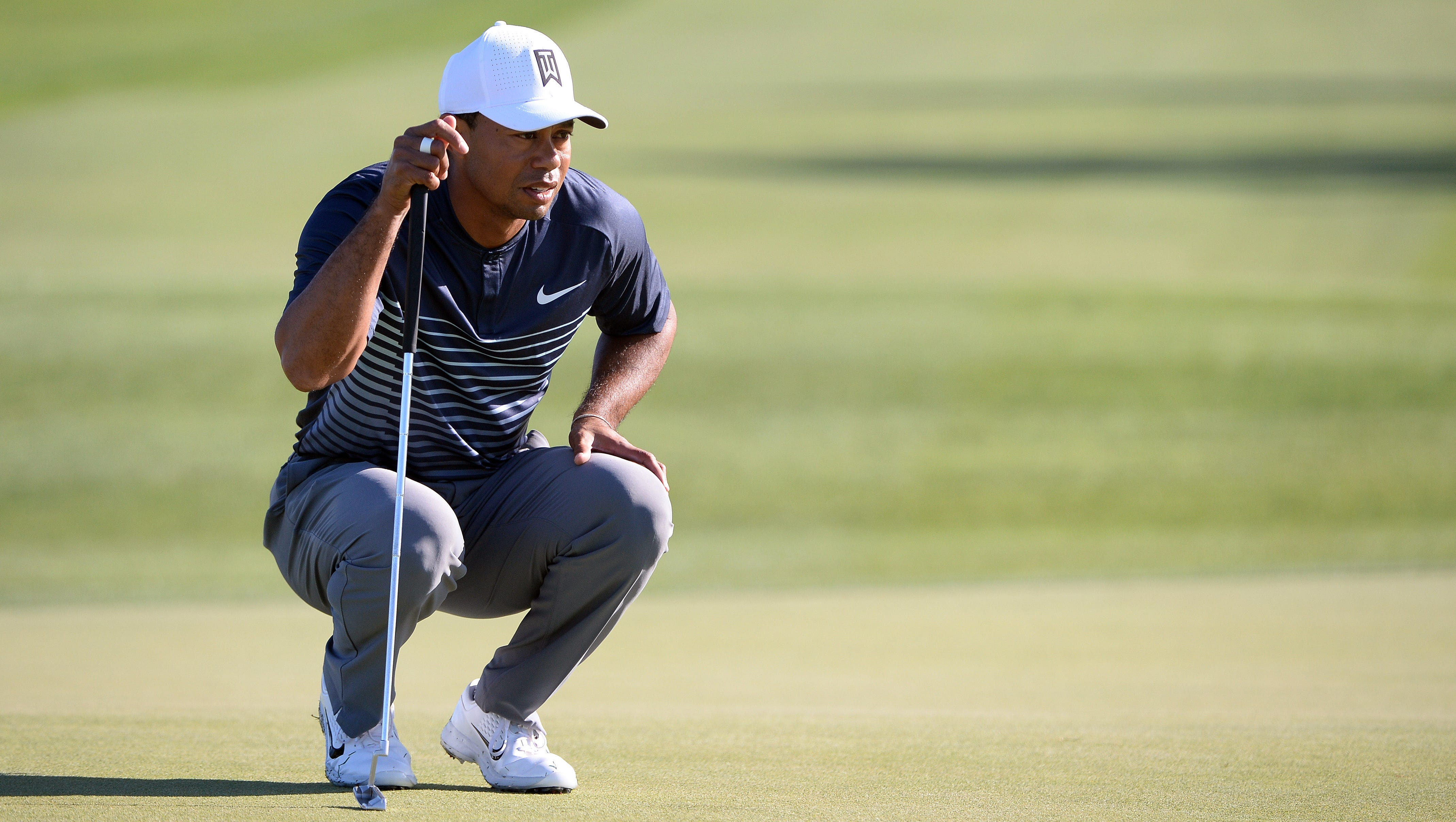 tiger woods shoots 71 in second round return to pga tour