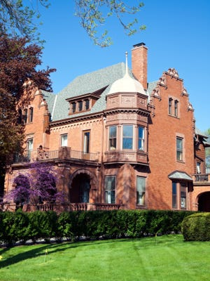 St. Alexander Catholic Church's activities group will host a tour of historic buildings in Milwaukee.