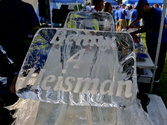 "Kentucky fans brought out a ""Benny 4 Heisman"" ice sculpture to a tailgate before Saturday's win over South Carolina."