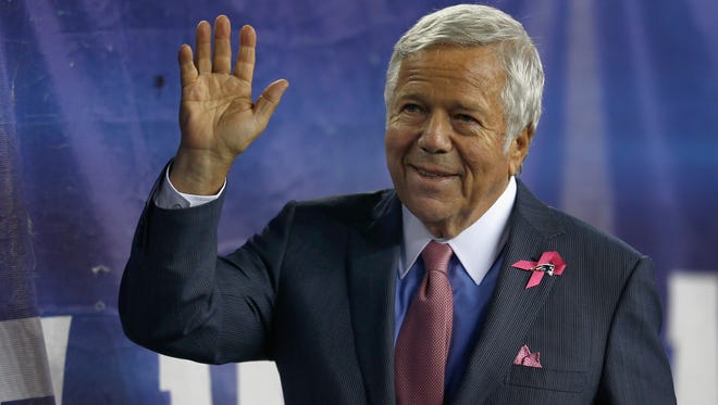 Patriots owner Robert Kraft said he continues to support NFL Commissioner Roger Goodell.