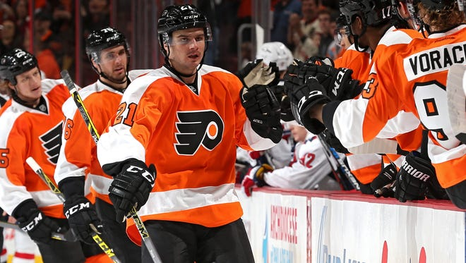 Scott Laughton, center, has six goals this season and thinks he can help the Flyers in their down-to-the-wire finish.
