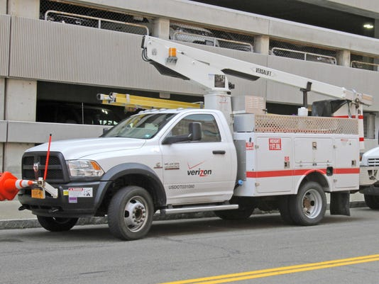 ELM_080615_verizon_trucks_rf