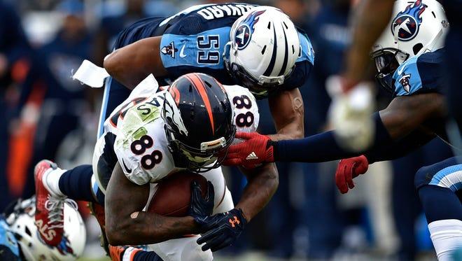 Titans inside linebacker Wesley Woodyard (59) tackles Broncos wide receiver Demaryius Thomas (88) on Dec. 11, 2016.