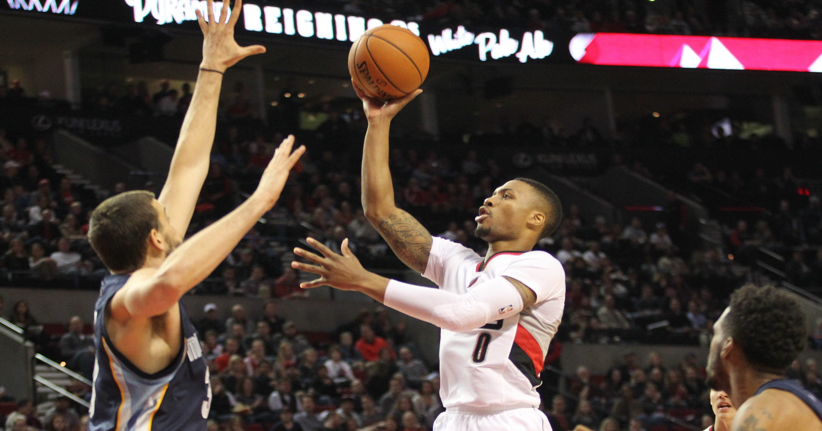 431eeba57171a5 Blazers rout Grizzlies for third straight win