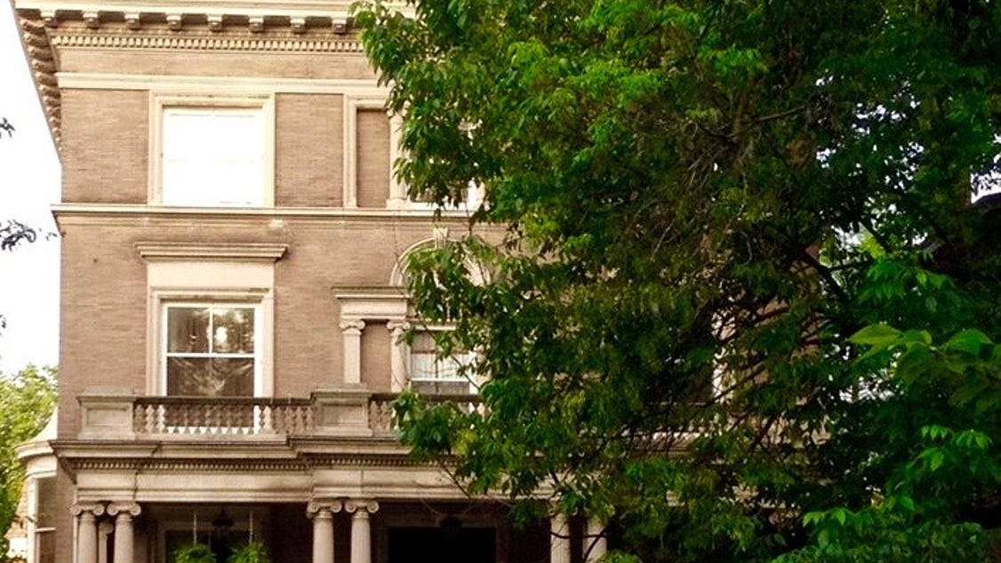 Old louisville home tour showcases mansions for Classic house tour