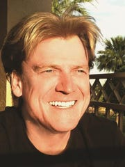 Overstock CEO resigns after speaking of helping with investigations of Trump, Clinton