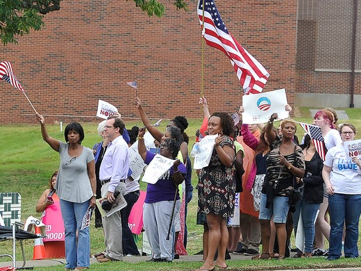 Small Group Taunts Obama With Confederate Flags