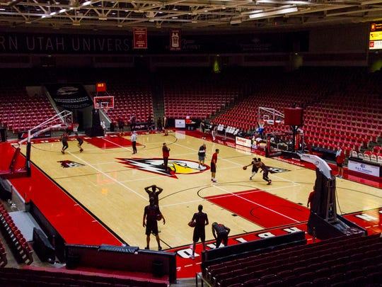 The Southern Utah men's basketball team holds their