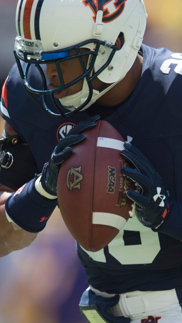 Auburn Tigers defensive back Tray Matthews (28) catches