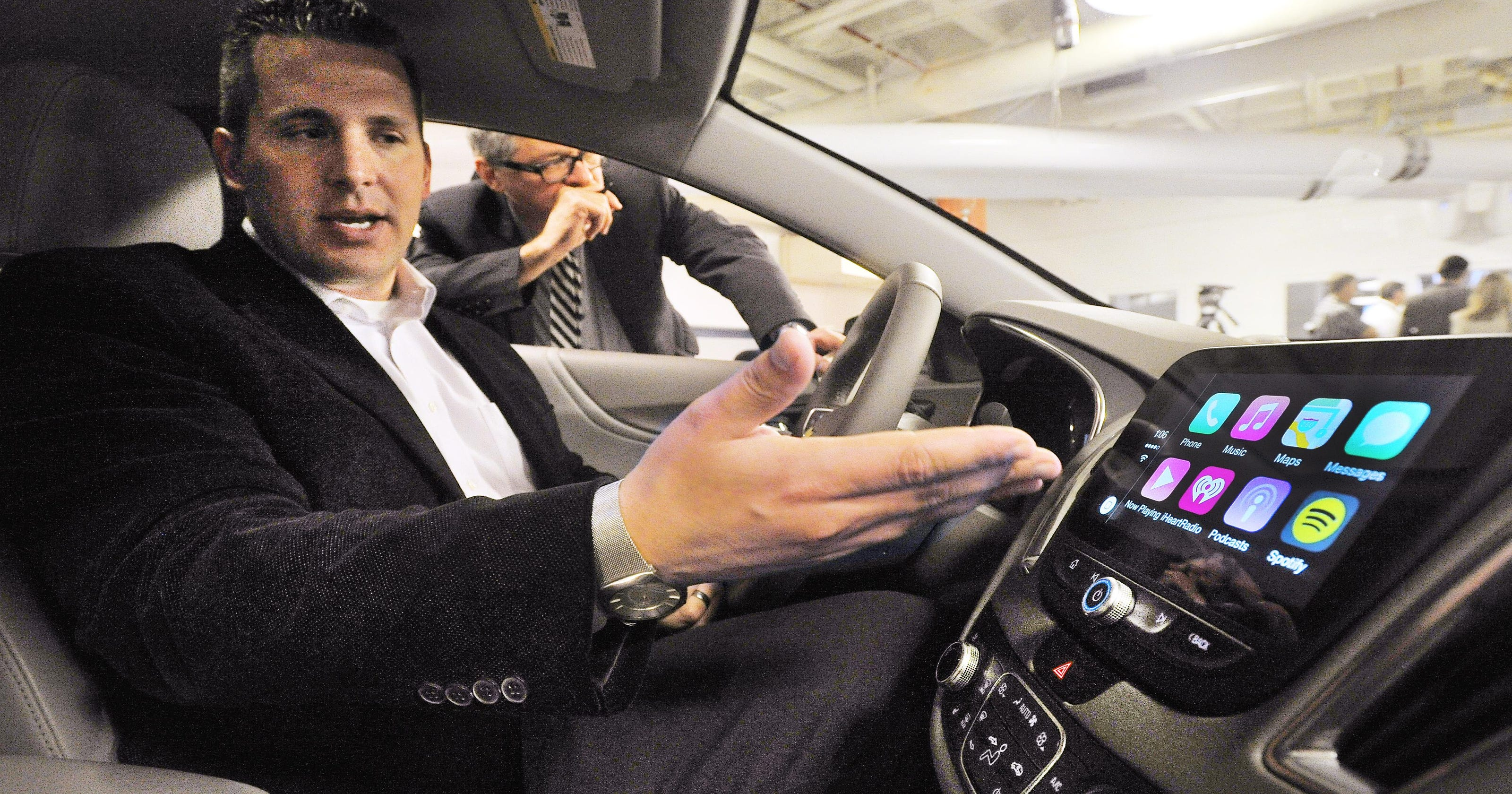 Chevy to offer Apple CarPlay, Android Auto in vehicles