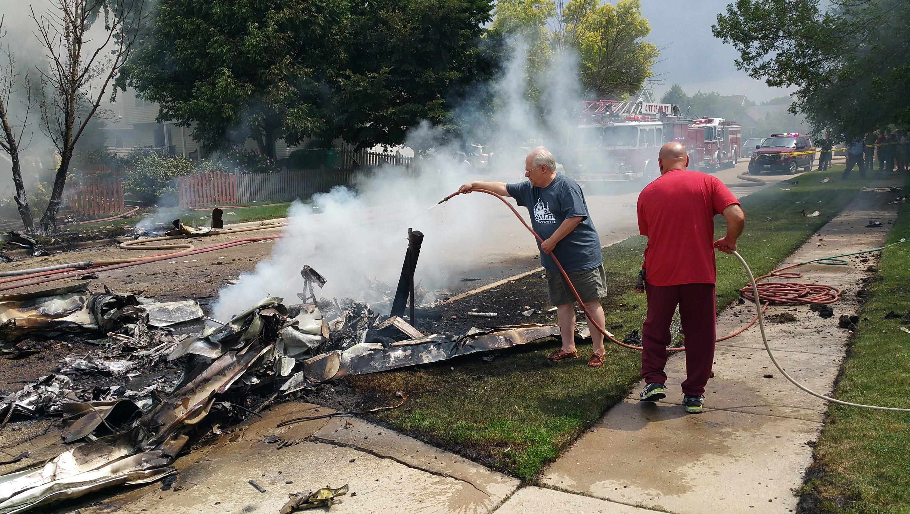 plane crash in chicago suburb sets home on fire