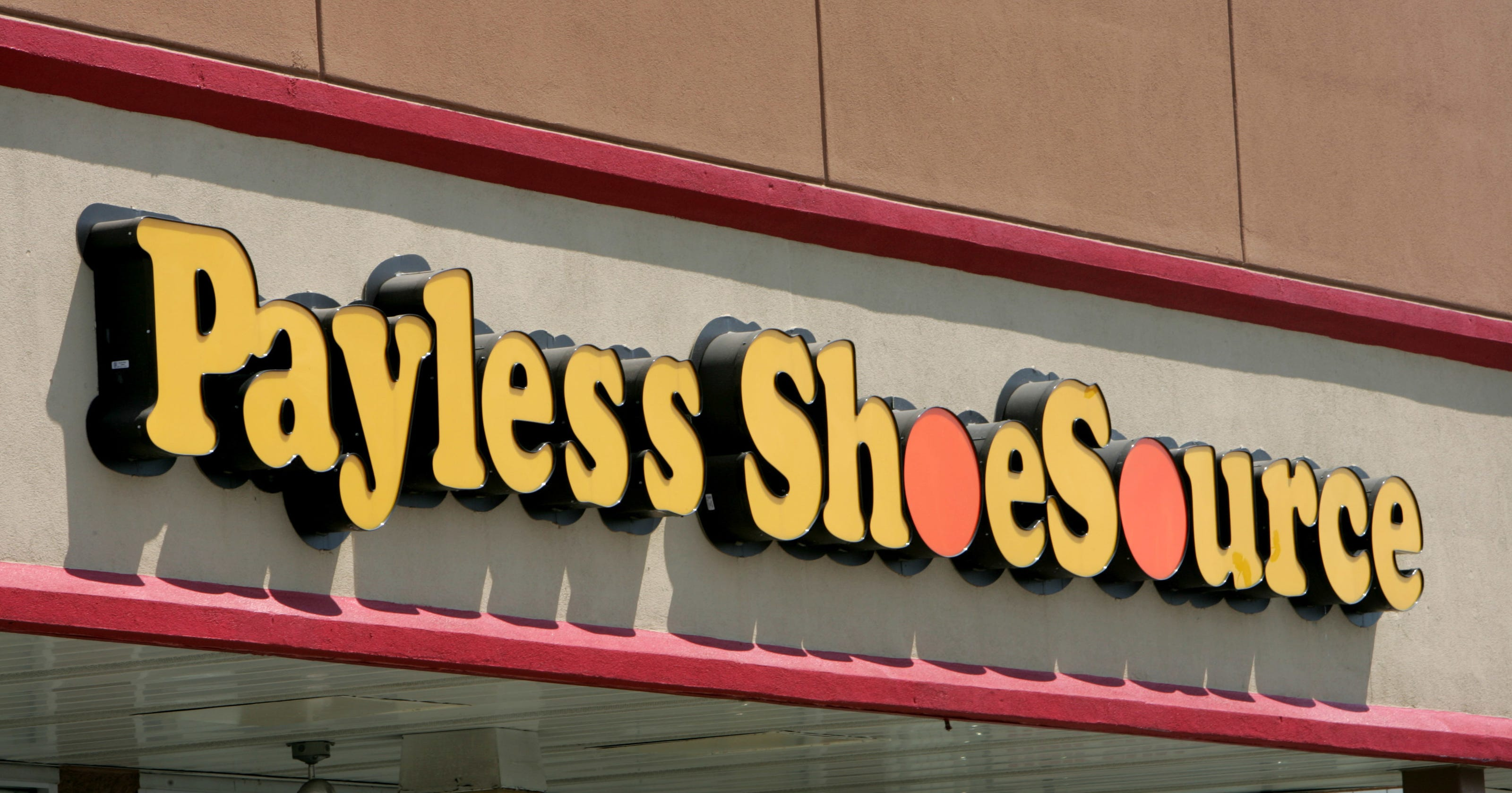 569051465 400 Payless shoe stores to close