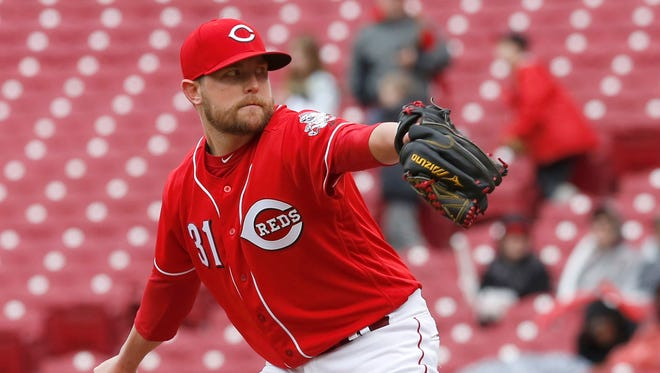 Apr 6, 2017; Cincinnati, OH, USA; Cincinnati Reds relief pitcher Drew Storen throws against the Philadelphia Phillies during the ninth inning at Great American Ball Park. The Reds won 7-4. Mandatory Credit: David Kohl-USA TODAY Sports