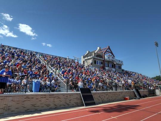 A big crowd for the last weekend practice during Bills