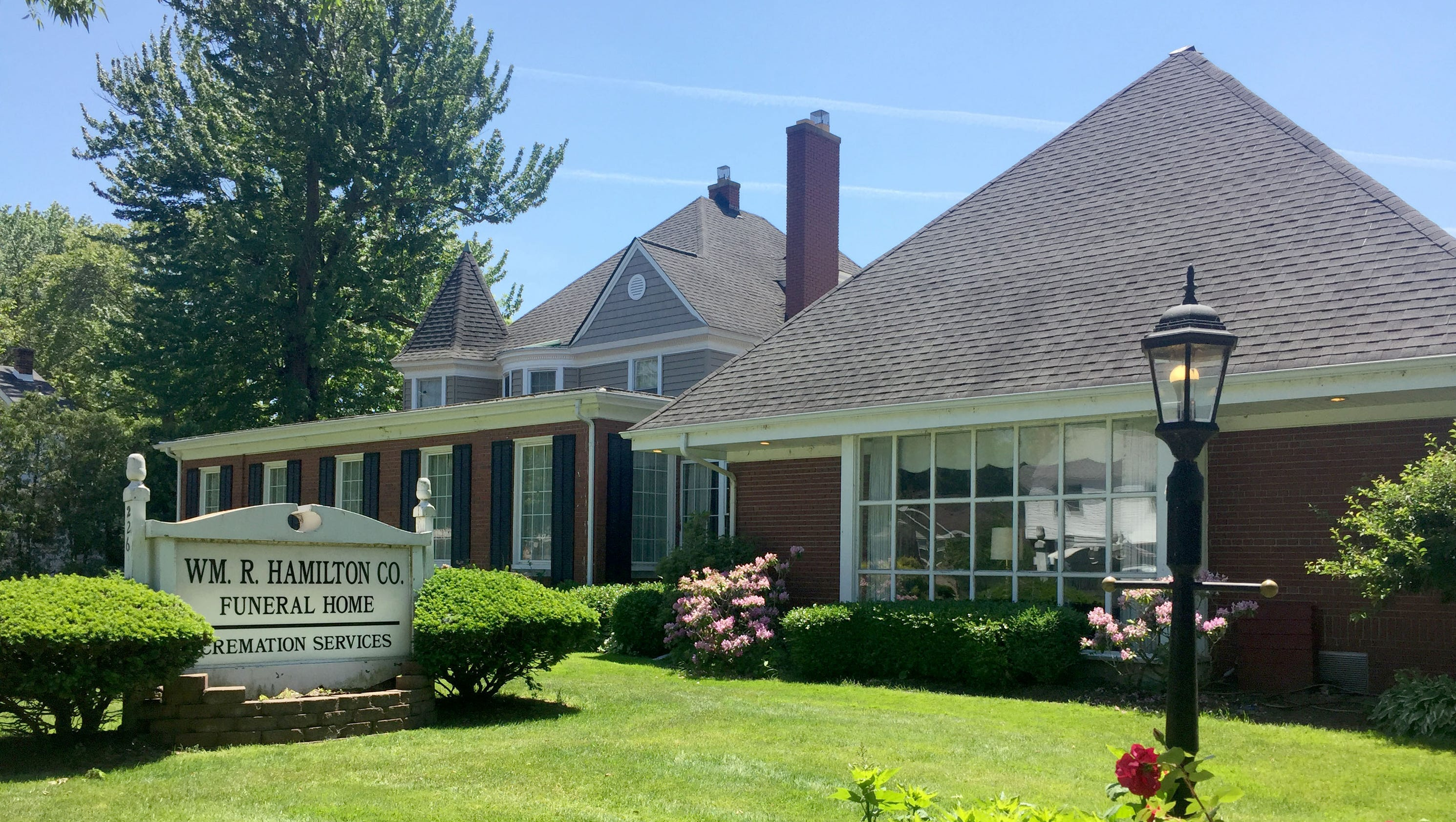 State suspends licenses of Mt Clemens funeral home manager