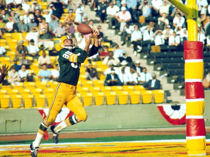 Super Bowl I (Packers 35, Chiefs 10): Green Bay Packers wide receiver Max McGee makes a juggling touchdown catch during the first Super Bowl. Packers quarterback Bart Starr was named MVP.