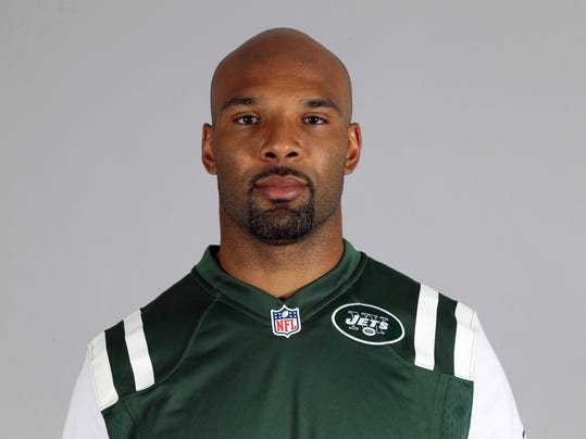 "FILE - This is a 2016 file photo showing Matt Forte of the New York Jets NFL football team. Running back Matt Forte has announced his retirement from playing after 10 NFL seasons. The 32-year-old Forte had one year remaining on his contract with the Jets, but says in a statement on Twitter on Wednesday, Feb. 28, 2018,  that it was time for ""the workhorse to finally rest in his stable."" (AP Photo/File)"