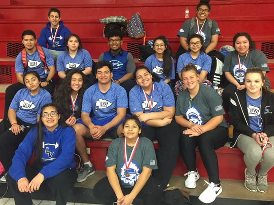 Lake View powerlifters