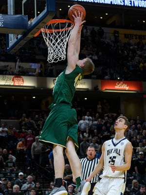 Curt Hopf (42), dunking in Forest Park's 56-44 loss to Oak Hill in the 2018 Class 2A state championship game, has transferred to Barr-Reeve.