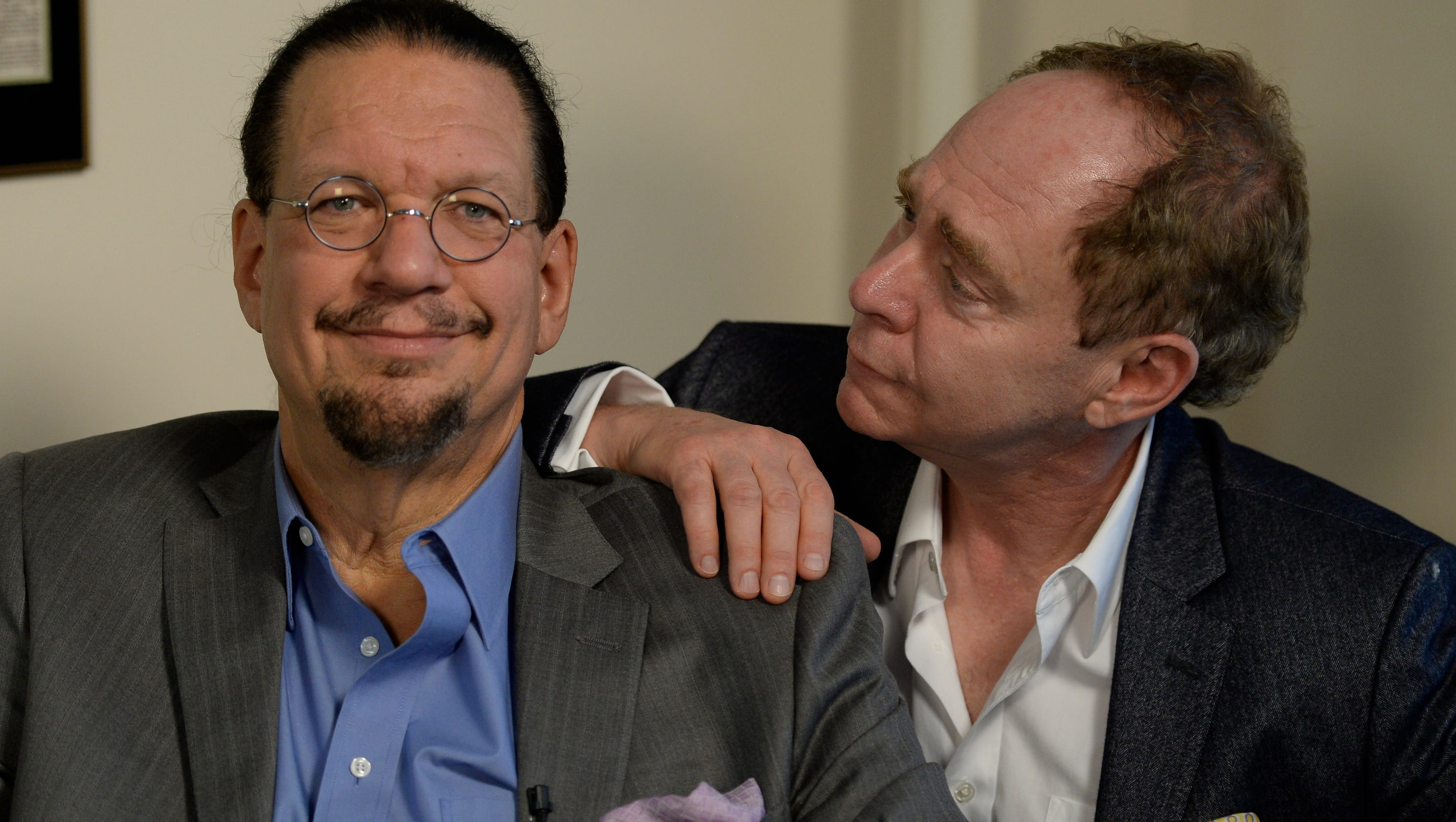 penn and teller dating trick Penn and teller are arguably the most famous magicians in the world, and this performance is one of their most memorable.