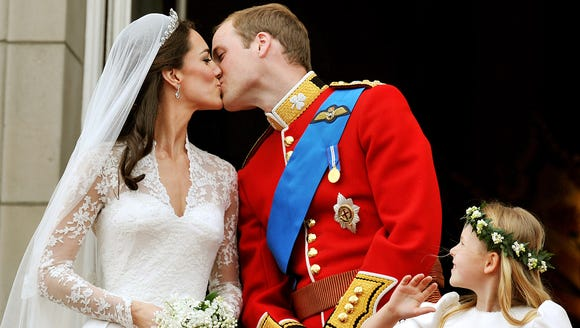 Will and Kate share a kiss in the same spot.