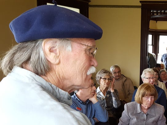 Paul Toews emceed the the Oregon Pioneer Spirit Folk