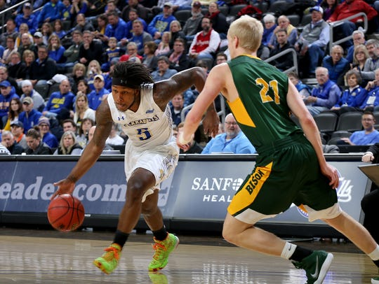 SIOUX FALLS, SD - MARCH 5:  David Jenkins Jr. #5 of