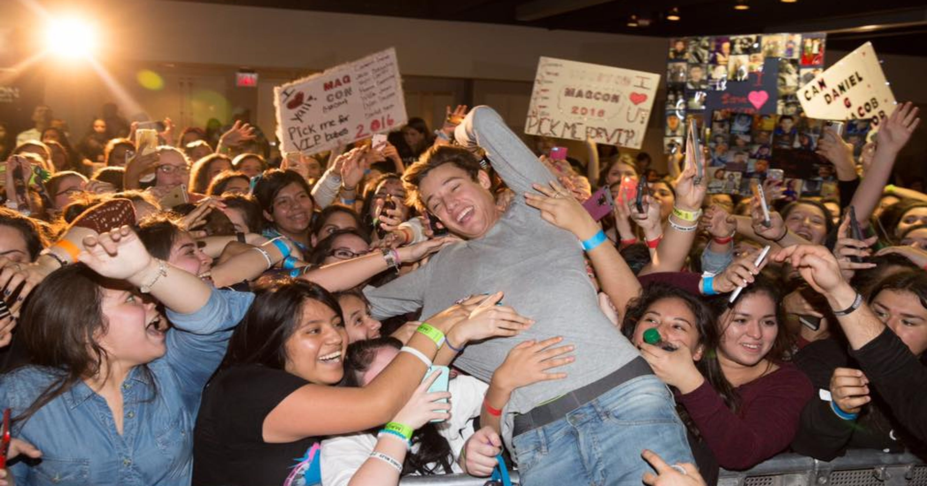 Selfie Time Magcon Stars Hit Freehold And Sayreville